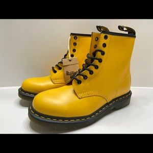 NEW Dr. Martens 1460 8Eye  Smooth Leather Boots